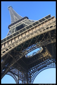 eiffel-tower-tilted.half