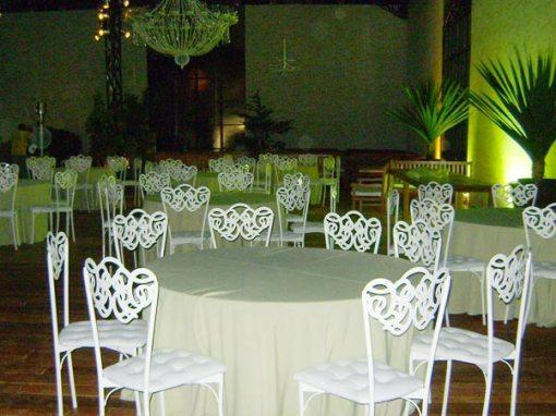 O local do casamento já está arrumado, à espera dos convidados.