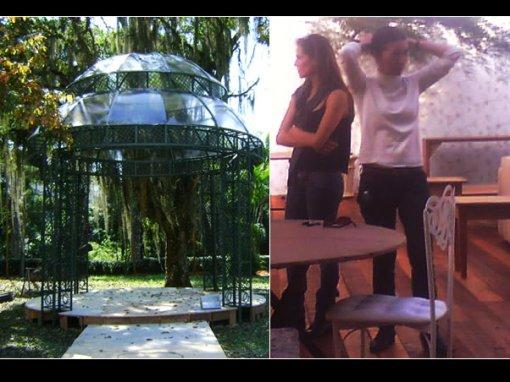 """O esperado """"sim"""" de Deborah e Roger acontecerá sob este gazebo nos jardins do castelo. À direita, a noiva faz questão de vistoriar cada detalhe do espaço na véspera do casamento"""